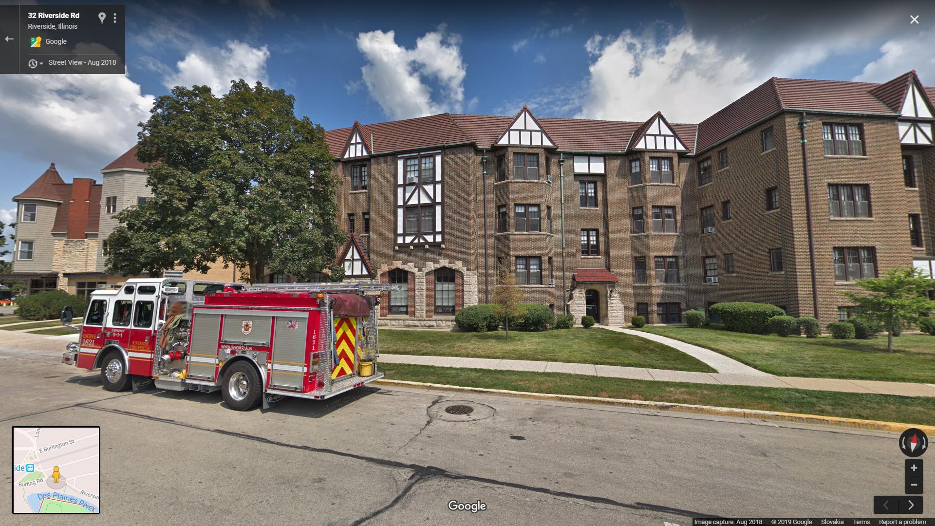 obytný dom Jima aj s nablýskaným hasičským autom, keďže hasiči mali základňu rovno oproti domu