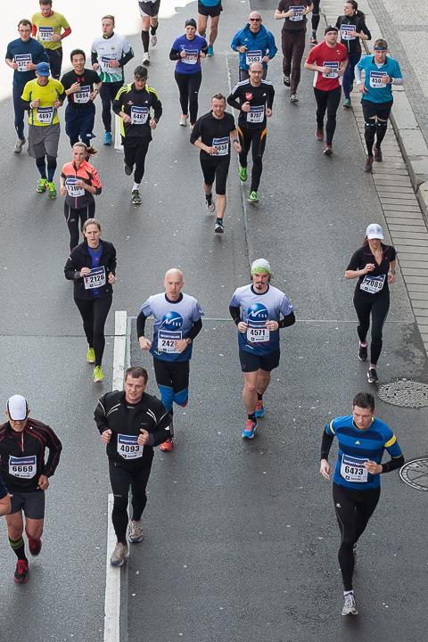 pražský polmaratón som bežal s celoživotným kamarátom a vtedy aj kolegom Maťom, ošklbaná hlava sa vyníma v dave :)
